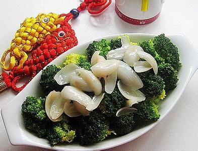 秋季减肥养生食谱(二)百合西兰花。