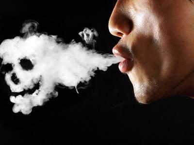 有一种既不影响家人健康又不失风度的吸烟方法