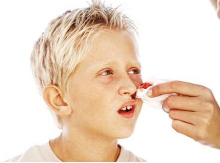 小孩流鼻血是什么原因,流鼻血怎么办?