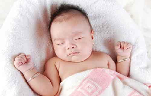 小孩睡觉出汗是什么原因?